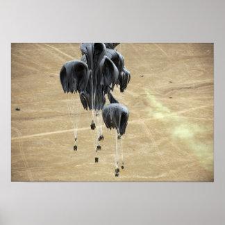 El sistema de envío de envase lía el paracaídas póster