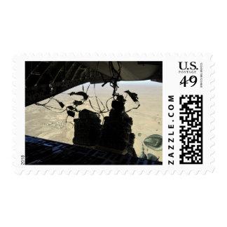 El sistema de envío de envase lía la salida sello