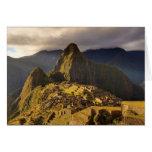 El sitio de Machu Picchu cerca de Cusco en Perú Tarjeton