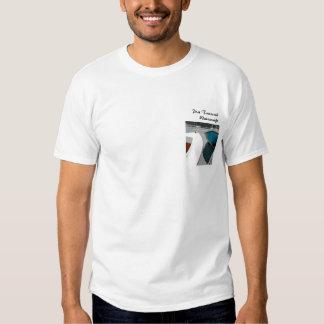 El Skiff de la pinta arquea la camiseta Playera