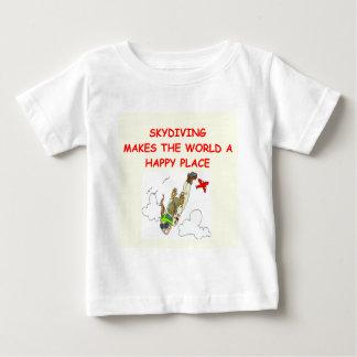 el skydiving playera de bebé