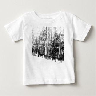 El Sledding del perro de Alaska T-shirt