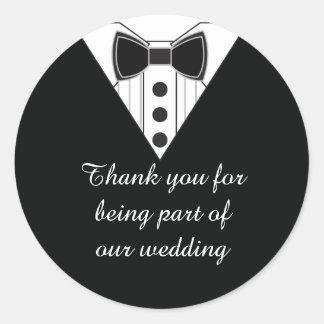El smoking del boda le agradece favorecer a los
