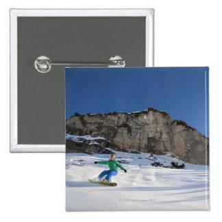 El Snowboarder libera el montar a caballo Pin Cuadrado