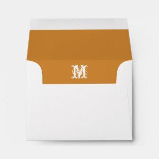 El sobre blanco del monograma, calabaza alineó