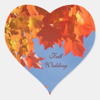 El sobre del boda de la caída sella el cielo azul pegatina en forma de corazón