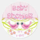 El sobre lindo de la fiesta de bienvenida al bebé etiquetas redondas