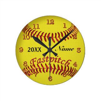 El softball personalizado registra su NOMBRE y AÑO Reloj