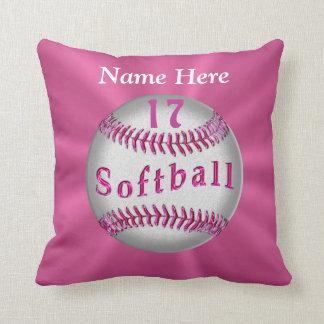 El softball personalizado rosa soporta NOMBRE y NÚ Cojines