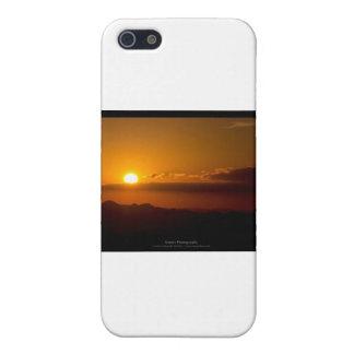 El sol 003 - puesta del sol en las montañas iPhone 5 cárcasa