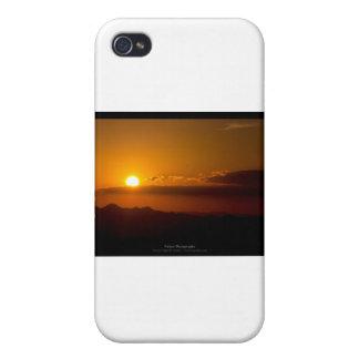 El sol 003 - puesta del sol en las montañas iPhone 4 protector
