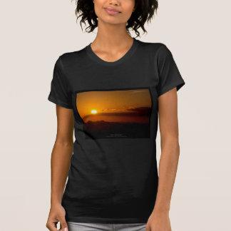 El sol 003 - puesta del sol en las montañas camisetas