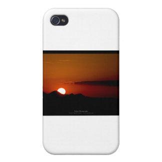 El sol 004 - puesta del sol en las montañas iPhone 4 cárcasas