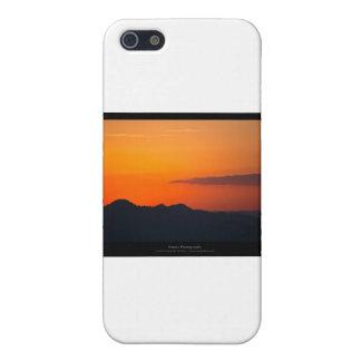 El sol 005 - puesta del sol en las montañas iPhone 5 funda