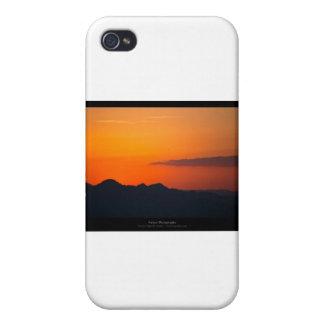 El sol 005 - puesta del sol en las montañas iPhone 4 carcasa