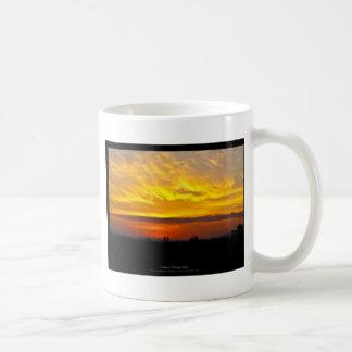 El sol 008 - puesta del sol en la ciudad taza de café
