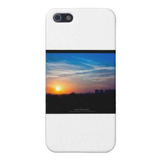 El sol 011 - puesta del sol en la ciudad iPhone 5 cárcasa
