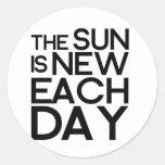 el sol es nuevo cada día, heracletus pegatina redonda