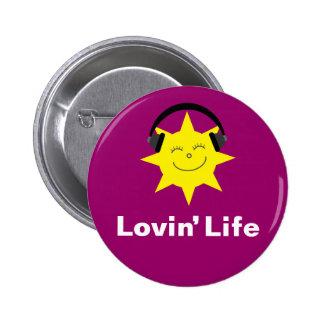El sol y los auriculares de la vida de Lovin badge Pin