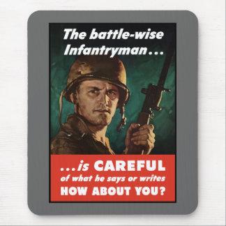 El soldado de infantería tiene cuidado de lo que alfombrilla de raton