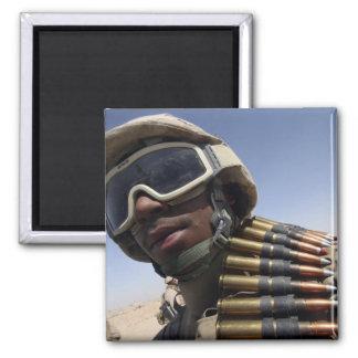 El soldado de primera clase espera su vuelta imán cuadrado