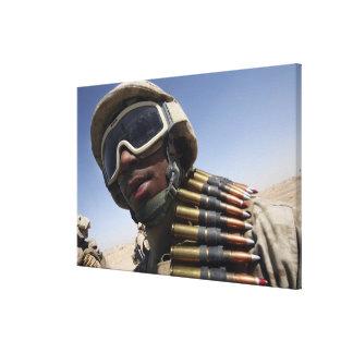 El soldado de primera clase espera su vuelta impresiones en lienzo estiradas