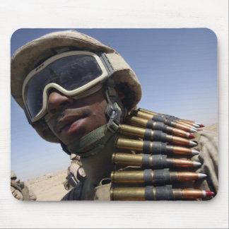 El soldado de primera clase espera su vuelta tapete de raton