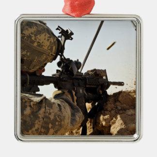 el soldado dedica enemigo de fuerza adorno navideño cuadrado de metal