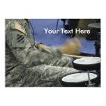 El soldado militar teclea idea de la música de la anuncios