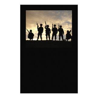 El soldado siluetea inmóvil papelería personalizada