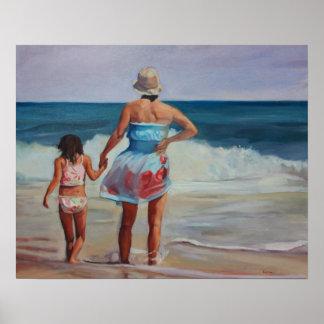 El sostenerse encendido - madre e hija en el borde póster