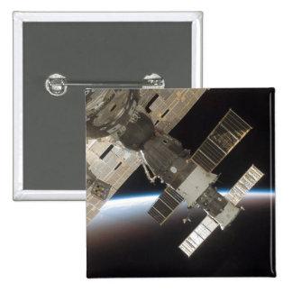 El Soyuz atracado 13 Pins