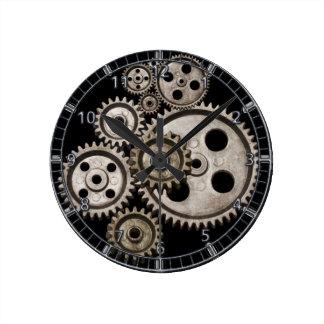 el steampunk adapta el reloj de máquina del metal