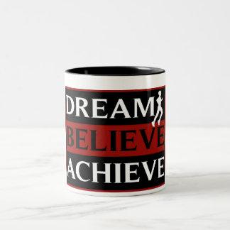 El sueño cree alcanza la taza corriente