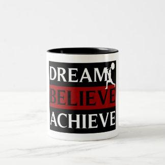El sueño cree alcanza la taza del levantamiento de