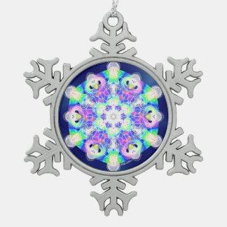 El sueño dirige el ornamento adorno de peltre en forma de copo de nieve