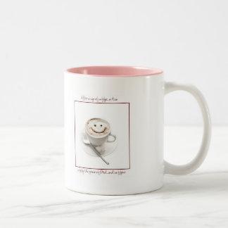 El sueño es un síntoma de la privación del cafeína taza de café de dos colores