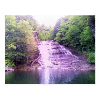 El suero cae en Ithaca, postal de NY