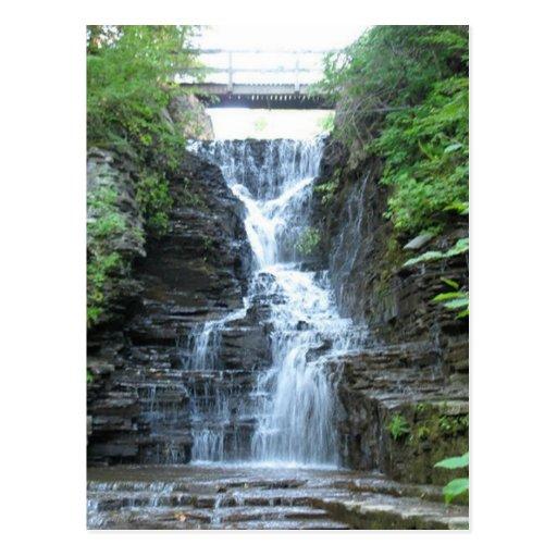 El suero superior cae Ithaca, NY Postales