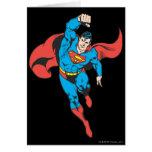 El superhombre dejó el puño aumentado tarjeta de felicitación