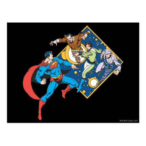 El superhombre lucha a enemigos tarjeta postal