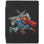 El superhombre lucha al enemigo cubierta de iPad