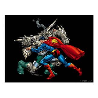 El superhombre lucha al enemigo postales