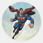 El superhombre salta hacia arriba etiqueta redonda