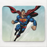 El superhombre salta hacia arriba tapetes de raton