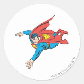 El superhombre se zambulle a la izquierda pegatina redonda