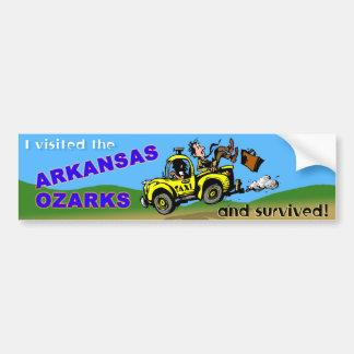 El superviviente del visitante de Arkansas Etiqueta De Parachoque