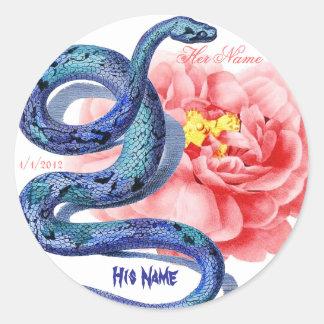 El suyo su rosa de la serpiente personaliza el pegatina redonda