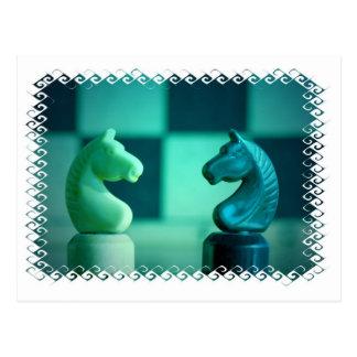 El tablero de ajedrez Knights la postal