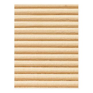 El tablón de madera raya el modelo postal